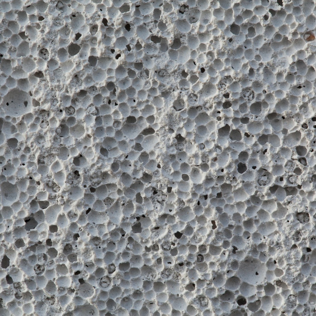 Чтобы дом из ячеистого бетона служил долго, необходимо заложить надежное основание. Для этой цели подойдет обычная строительная бетонная смесь от компании «Стройнеруд».